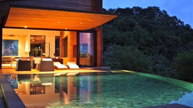 Modern Vanishing edge pool